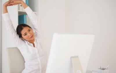 Yoga au bureau : 5 positions pour retrouver sa sérénité